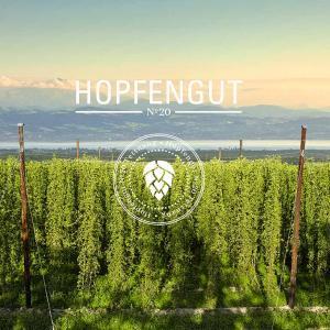 Foto: Das Hopfengut No20 vereint Hopfenanbau, Brauerei, Museum, Laden und Gaststätte unter einem Dach.