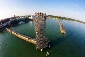 Foto: Aussichtsturm an der Hafenmole Friedrichshafen