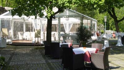 Foto: Burgrestaurant Gebhardsberg - Pavillon und Burghof