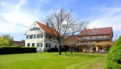 Der Landgasthof Dorfkrug liegt nur acht Minuten zu Fuss vom Bodenseeufer entfernt.